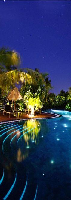 Pool at the Beach House Iruveli. Love the lighting in this pool. Mimic the stars Backyard Beach, Backyard Pool Designs, Beach Pool, Pool Landscaping, Maldives Beach, Maldives Travel, Luxury Swimming Pools, Dream Pools, Pool Spa