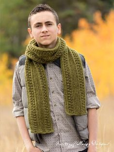 Wanderlust Men's crochet scarf or cowl pattern. Easy enough for beginners to make! #crochetpattern #freecrochetpattern #crochetformen #crochetscarfpattern #wanderlustscarf