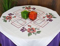 Çiçekli ve kareli masa örtüsü (nakış)