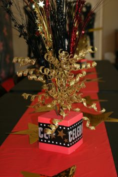 Diy hollywood theme party decorations party id red carpet party centerpieces solutioingenieria Image collections