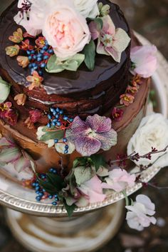 chocolate cake with flowers and berries Occasion Cakes, Love Cake, Snacks, Creative Cakes, Celebration Cakes, Let Them Eat Cake, Beautiful Cakes, Cupcake Cakes, Cupcakes