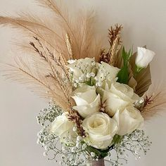 The bride asked for colours only whites and beiges no greenery and a small bouquet et voila! Perfect created wow omg Thats our top priority creating dream bouquets for your wedding Natural Bouquet, Small Bouquet, Urban Art, Greenery, Bouquets, Colours, Table Decorations, Bride, Create