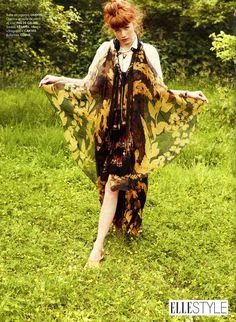On superpose un grand sautoir sur ses tenues d'été !! @magazineellefr