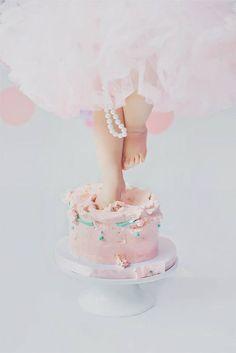 Ideas para Smash cake http://tutusparafiestas.com/ideas-para-smash-cake/ #ideasparasmashcake #ideassmashcake #ideassmashcakebebe #pastel #Pasteles #pastelesparafiestas #Pastelesparafiestasinfantiles #sesionsmashcake #smashcake #smashcakebaby #smashcakesession