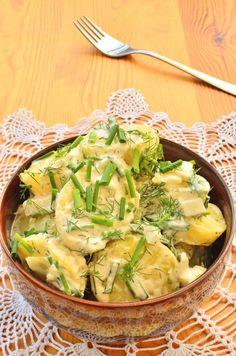 Salata de cartofi cu marar si lamaie este pe cat de delicioasa pe atat de simpla si poate fi un inlocuitor mai gustos chiar al salatei orientale.