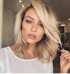Next hair color golden blonde shoulder length lob Spring Hairstyles, Pretty Hairstyles, Black Hairstyles, Medium Hair Styles, Short Hair Styles, Bob Styles, Hair Inspiration, Hair Inspo, Golden Blonde Hair