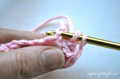 My Merry Messy Life: Photo Tutorial for the Crochet Shell Headband - Step 1