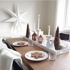 This is beautiful Christmas! This is beautiful Christmas! This is beautiful Christmas! This is beautiful Natural Christmas, Beautiful Christmas, Simple Christmas, Winter Christmas, Christmas Table Settings, Christmas Centerpieces, Xmas Decorations, Scandinavian Christmas Decorations, Deco Table Noel