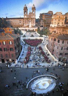 Piazza di Spagna, Roma... Dreaming of the warm Nutella crepe I ate sitting on those steps:)