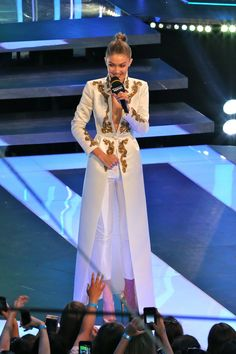 Gigi Hadid Stuns in 5 Different Outfits Hosting the 2016 iHeartRadio Much Music Video Awards Look Fashion, Hijab Fashion, Runway Fashion, Fashion Dresses, Fashion Design, Fashion Trends, Indian Dresses, Indian Outfits, African Fashion