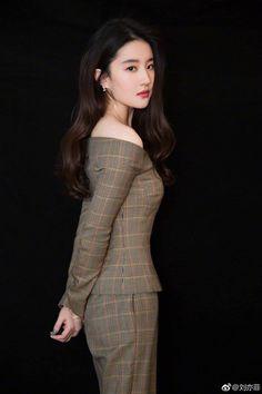 Liu Yifei promotes A Chinese Widow Asian Photography, Photography Women, Pretty Asian Girl, Beautiful Asian Women, Live Action, Burmese Girls, Asia Girl, Chinese Actress, Diva Fashion