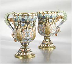 Большенство предметов, производящихся в мастерских Павла Акимовича , были сделаны в технике «клуазон». Ну а где классическая перегородчатая эмаль, а где эмаль по…