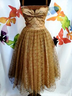 Scallpoed 1950's party dress by ClothesOpVintage on Etsy, $59.99