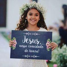 Não dá para esquecer do convidado mais especial, né? Cordão de três dobras! ❤️ (Não sei de quem é a foto, me avisa quem souber please!) #berriesandlove #fé #jesus #casamentoabençoado