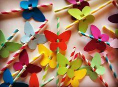 Ci sono anche le cannucce colorate con le ali!! #farfallapartybox #buoncompleanno #buoncompleannopartybox #compleannooriginale #setteanni #farfallecolorate #cannuccecolorate #goditilafesta #pensasoloadivertirti #officinapartybox