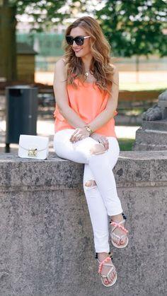 Ich liebe es im Sommer weiße Jeans zu tragen. Mit den richtigen farben kombiniert ist ,am immer ein Hingucker