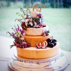 How to Choose A Cheese Wedding Cake - Guide from Poptop Events Planning Platform Wedding Cake Guide, Wedding Cake Prices, Wedding Cupcakes, Cheese Wedding Cakes, Cheese Tower, Wheel Cake, Cheesecake Wedding Cake, Wedding Cake Fresh Flowers, Purple Wedding