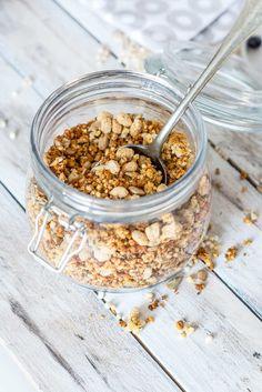 Jetzt wird's crunchy. Auf Foodlikers findest Du die Zubereitung für ein einfaches Rezept, mit dem Du dir dein eigenes Low Carb Müsli selber machen kannst!