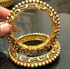 Saved by radha reddy garisa Gold Temple Jewellery, Gold Jewelry, Jewelry Accessories, Jewelery, Gold Bangles Design, Gold Jewellery Design, Indian Wedding Jewelry, Bridal Jewelry, Ruby Necklace Designs