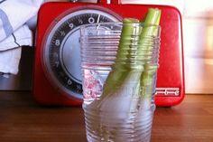 Oneindige Pijpajuin  Heb je enkel het groen gedeelte van de pijpajuin gebruikt? Steek de witte uiteinden (met wortel) in een glas met water en binnen een dag of 4 is het groene gedeelte terug gegroeid!