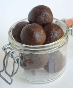 Powerful Pre-Workout Mocha Bites (Vegan) #healthysnacks @Deryn Relph @ Running on Real Food  http://www.runningonrealfood.com/powerful-pre-workout-mocha-bites-vegan