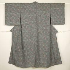 Gray, vintage komon kimono /【小紋】リサイクル着物/灰色/グレー地/赤色/ウール/幾何学模様/花柄/バチ衿 http://www.rakuten.co.jp/aiyama/