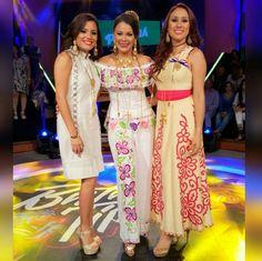 Cool Outfits, Fashion Outfits, Womens Fashion, Traje Casual, Mexican Dresses, Mini Vestidos, Tadashi Shoji, Embroidery Dress, Cute Dresses