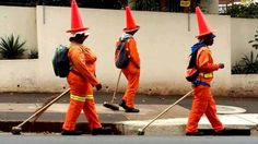 ladies with yellow cones on head africa funny Africa Rocks, Beer Quotes, Funny People, Funny Things, Funny Pranks, Funny Kids, South Africa, Funny Pictures, African