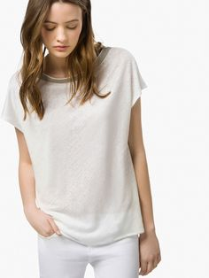 The latest fashion trends at the Massimo Dutti SUMMER SALE 2017 collection online. Exclusive clothes, accessories and shoes on sale for women and men. California Cool, New Woman, Latest Fashion For Women, Timeless Fashion, T Shirt, Spring Summer, V Neck, Jewels, Clothes For Women