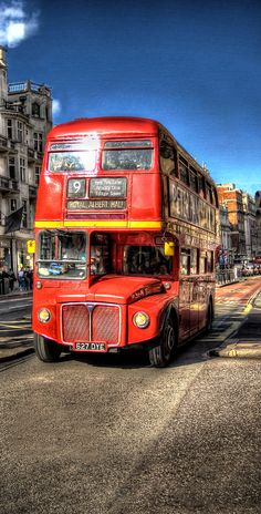 No.9 Routemaster bus, Piccadilly, London.