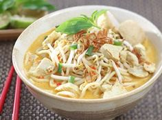 Mie Laksa Ayam - Singapore Recipe, resep mie laksa, Singapore-style laksa is a type of popular snacks in many Kopitiam Prawn Noodle Recipes, Tilapia Recipes, Chicken Soup Recipes, Recipe Chicken, Chicken Laksa, Laksa Recipe, Indonesian Cuisine, Indonesian Recipes, Asian Street Food
