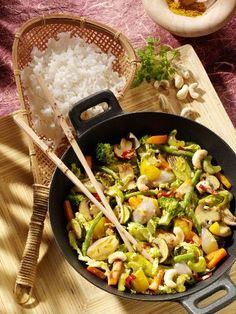 Vegetarian curry with cashews: cooking. Healthy Recepies, Raw Food Recipes, Veggie Recipes, Indian Food Recipes, Asian Recipes, Vegetarian Recipes, Cooking Recipes, Go Veggie, Clean Eating