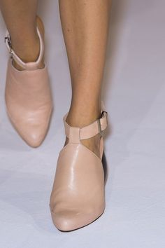 Hussein Chalayan Spring 2013 Runway Pictures - StyleBistro