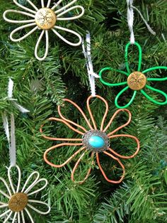 how to make wire christmas ornaments diy wire ornaments Cheap Christmas Ornaments, Wire Ornaments, Flower Ornaments, How To Make Ornaments, Rustic Christmas, Simple Christmas, Christmas Crafts, Christmas Decorations, Christmas Tree