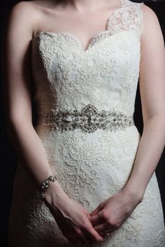 Beautiful antique crystals on satin ribbon that ties in the back. Source: mazel moments. #bridalbelts #crystal