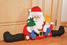 Guardapolvos con Santa, ideal para que no entre el frío por las ventanas y puertas.