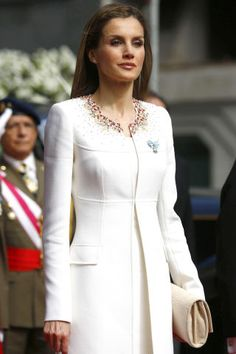Queen Letizia is present as her husband receives his title as the new King of Spain and Letizia is his Queen. According to Spain's S Moda Fashion Magazine, everything Letizia is pictured as wearing sells out within hours! Princess Letizia, Queen Letizia, Hollywood Fashion, Royal Fashion, Coat Dress, Dress Up, Ivory Dresses, Jackett, Mode Inspiration