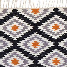 """Zu finden auf http://www.my-little-store.de/vb8og7l9jpficed0:314Baumwoll Teppich """"Apache"""" von liv interior, 200x300 cm. von Tm Room 77 Sehr schöner Baumwoll Teppich """"Apache"""" von liv interior. Der Teppich ist handgewebt und hat ein tolles multi Muster. Teppich von liv interior in grau/orange/schwarz/weiß gemustert Alle Teppiche tragen das Goodweave Siegel, das für eine zertifizierte Herstellung ohne ausbeuterische Kinderarbeit steht!  Material: 100 % Baumwolle Größe: 200x300 cm"""