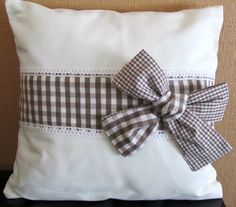 Pretty pillow with a bow Cute Pillows, Diy Pillows, Cushions, Throw Pillows, Handmade Pillows, Decorative Pillows, Cushion Covers, Pillow Covers, Sewing Pillows
