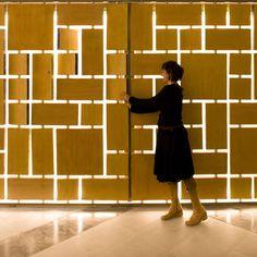 I love this metal screen wall. Screen Design, Gate Design, Door Design, Sign Design, Feature Wall Design, Feature Walls, Console Design, Gates And Railings, Laser Cut Screens