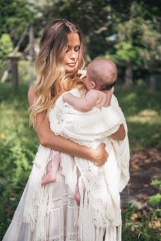 boho mother and child photo inspiration Breastfeeding Pictures, Breastfeeding Photography, Newborn Photography, Mom And Baby, Baby Love, Newborn Photos, Baby Photos, Mommy And Me Photo Shoot, Boho Baby