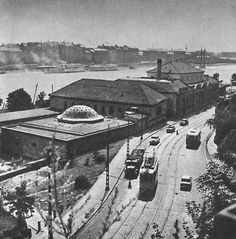 Budapest, Rudas Spa and the Liberty bridge in the background. Old Pictures, Old Photos, Liberty Bridge, Budapest Hungary, Historical Photos, Tao, Cities, Buildings, The Past