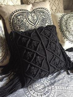 macrame/macrame anleitung+macrame diy/macrame wall hanging/macrame plant hanger/macrame knots+macrame schlüsselanhänger+macrame blumenampel+TWOME I Macrame & Natural Dyer Maker & Educator/MangoAndMore macrame studio Boho Cushions, Black Cushions, Crochet Cushions, Crochet Pillow Patterns Free, Diy Pillow Covers, Cushion Covers, Macrame Knots, Boho Diy, Textiles