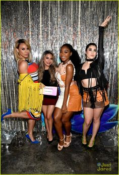 Fifth Harmony Pick Up Two Blimps at KCAs Photo Fifth Harmony are feeling their two big wins at the 2017 Kids' Choice Awards tonight. Ally Brooke, Dinah Jane, Normani Kordei and Lauren Jauregui, won both Favorite… Ally Brooke, Fifth Harmony Style, Fith Harmony, Kids Choice Awards 2017, X Factor, Shawn Mendes Cute, Dinah Jane, Raquel Welch, Backgrounds