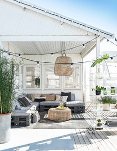 Do You Like An Ideas For A Best Inspiring Outdoor Living Room In Your Home? Apartment Balcony Decorating, Apartment Balconies, Cozy Apartment, Outdoor Rooms, Outdoor Living, Outdoor Decor, Patio Pergola, Backyard, Balkon Design