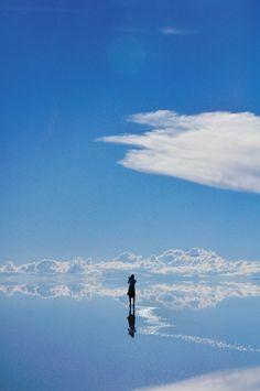 Salar de Uyuni, o maior deserto de sal do mundo, com 10582 km² de área! Ele fica em Potosí, Bolívia.