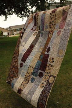 Great idea to incorporate circles for a modern quilt look. Batik Quilts, Jellyroll Quilts, Easy Quilts, Circle Quilts, Quilt Blocks, Strip Quilts, Quilting Projects, Quilting Designs, Contemporary Quilts