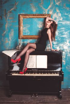Mesmerizing Learn To Play Piano Videos. Astounding Learn To Play Piano Videos. Jouer Du Piano, Piano Photography, Instagram Bio Quotes, Instrumental Beats, Best Piano, Grand Piano, Amy Winehouse, Play To Learn, Piano Lessons
