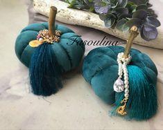 Velvet Pumpkins, Lucky Charm, Wreath Ideas, Xmas Ideas, Tassel Necklace, Christmas Wreaths, Charmed, Jewels, Photo And Video