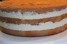 Passiontäyte: 1 prk sitruunarahkaa 4 dl kermaa 4 passionhedelmää + tilkka vettä 1 pss mango-passionmoussejauhetta (Blå Band) 1 dl maitoa 4 l...